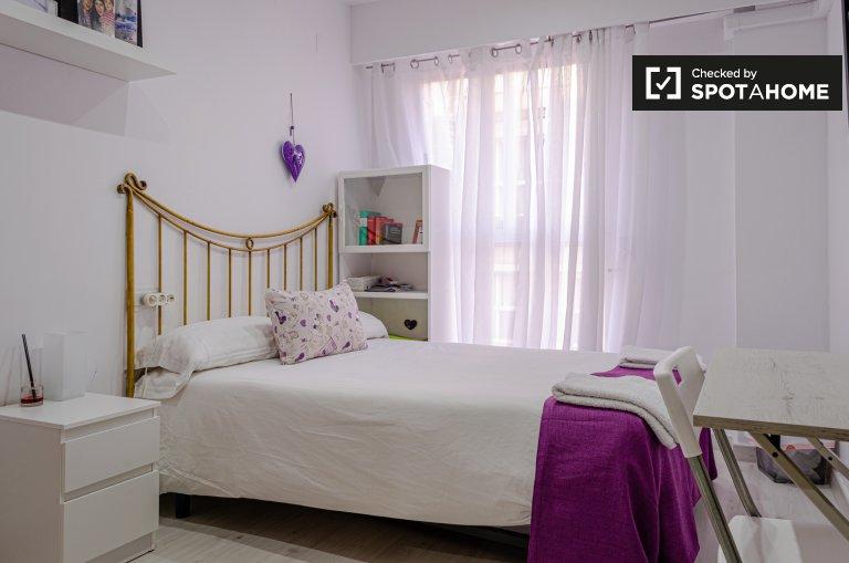 Elegante camera in affitto in un appartamento con 2 camere da letto a Jesús