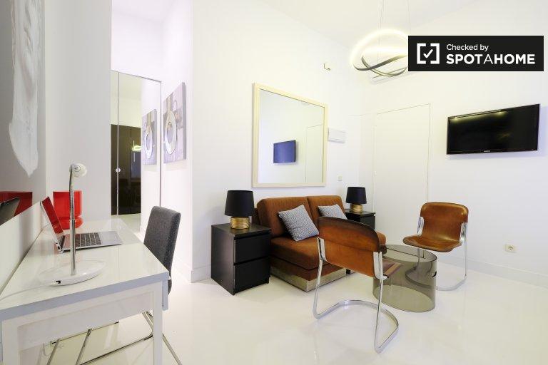 Sleek studio apartment for rent in La Latina, Madrid