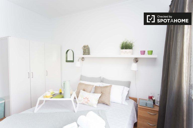 Amplia habitación en apartamento de 3 dormitorios en Lumiar, Lisboa