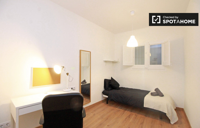 Single Bed in Rooms for rent in modern 3-bedroom apartment in Poblenou