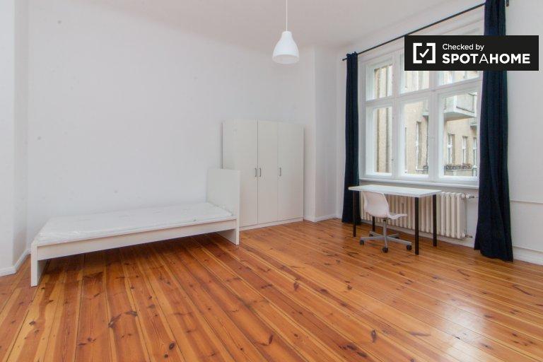 Spacious room in Charlottenburg-Wilmersdorf, Berlin