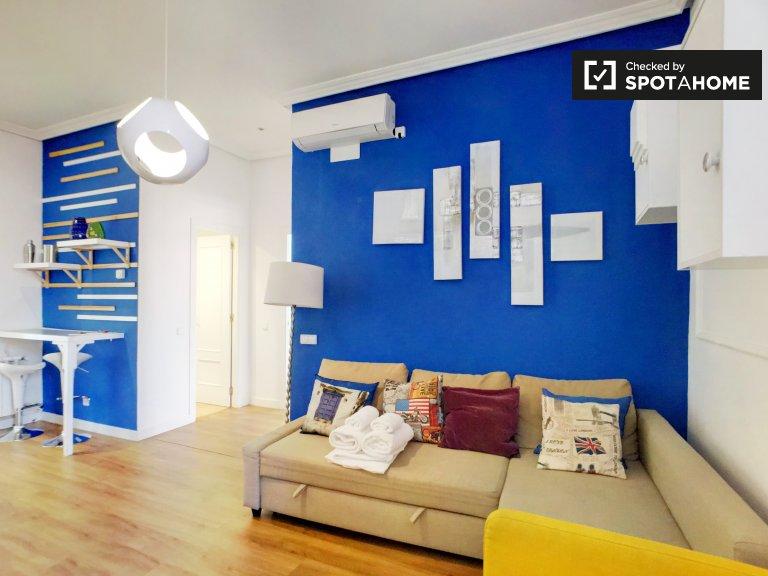 Convidando apartamento de 2 quartos para alugar em Centro, Madrid