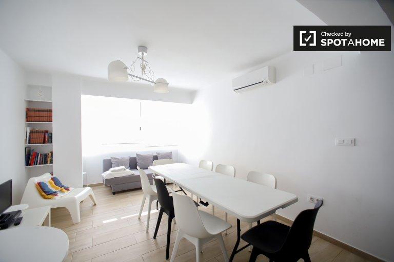 Moderno apartamento de 3 dormitorios en alquiler en Camins al Grau