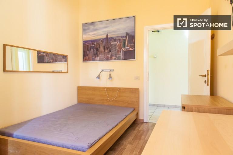 Camera interiore in appartamento a Monte Sacro, Roma