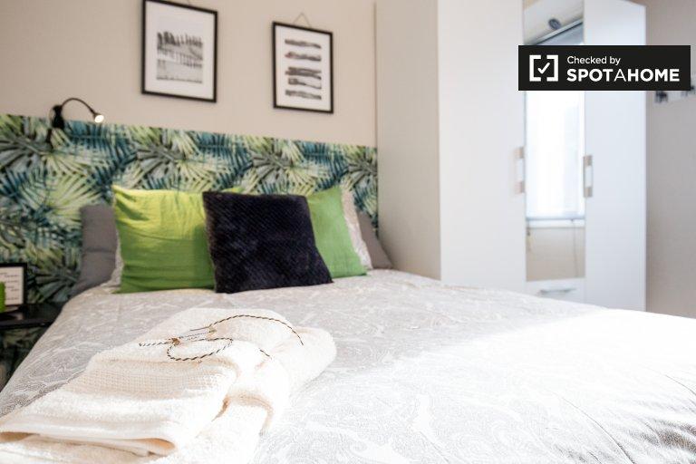 Huge room in 4-bedroom apartment in Indautxu, Bilbao