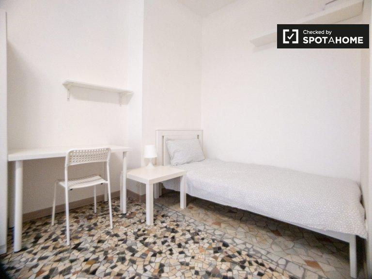 Chambre à louer dans un appartement de 2 chambres à Morivione, Milan
