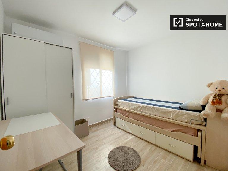 Chambre confortable à louer, appartement de 3 chambres à coucher, Poblats Marítims
