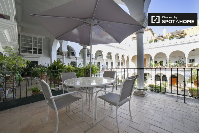 Elegant 1-bedroom apartment with AC for rent in Centro