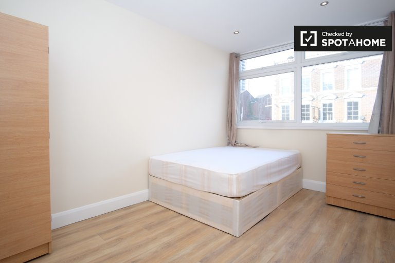 Double Bed in Rooms to rent in modern 5-bedroom apartment in Tower Hamlets