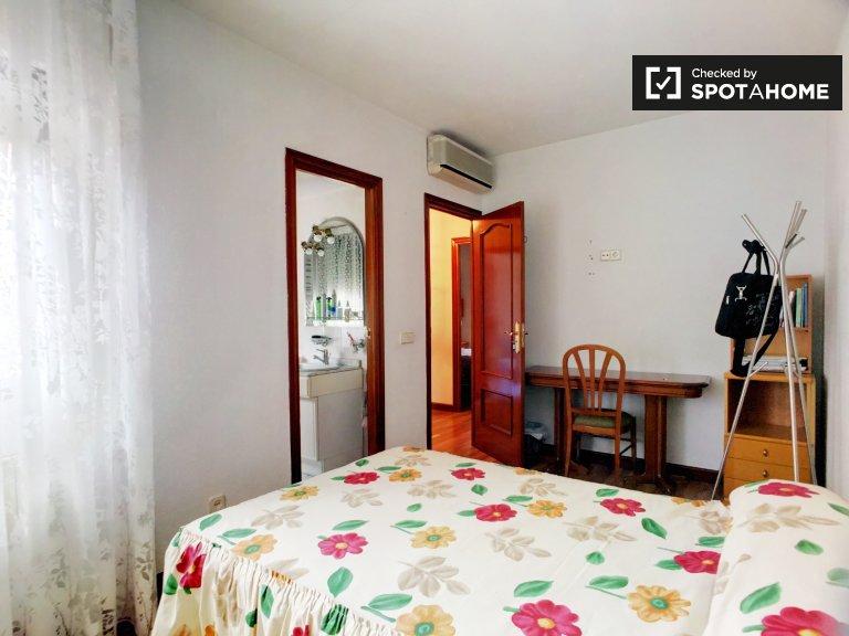 Zimmer zu vermieten in 6-Zimmer-Wohnung in Puente de Vallecas