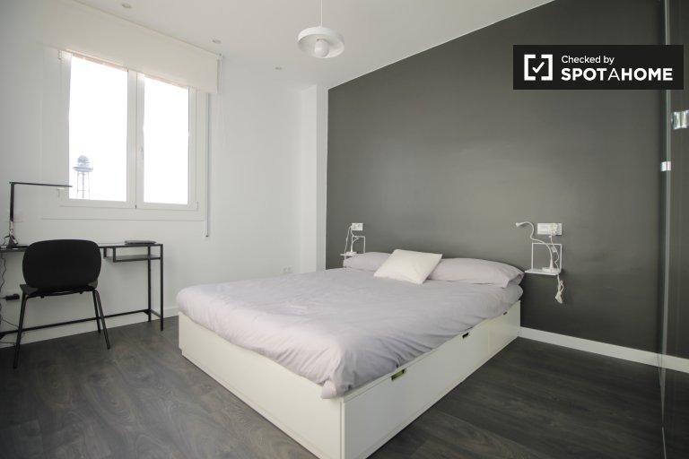 Bright room in 3-bedroom apartment - Poble Sec, Barcelona