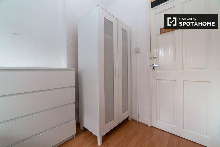 Riesiges Zimmer in einer 4-Zimmer-Wohnung in Tower Hamlets, London