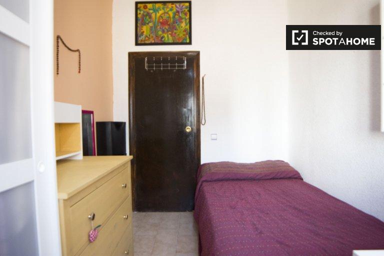 Zimmer zu vermieten in 4-Zimmer-Wohnung in Puerta del Ángel