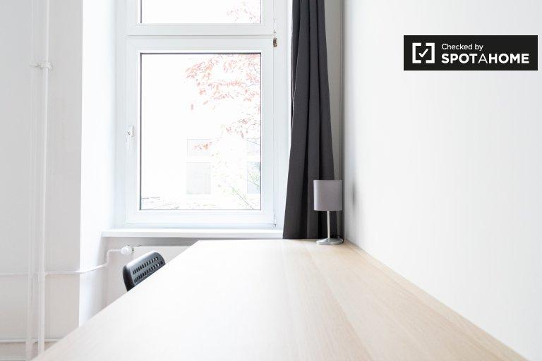 Stanza in affitto in appartamento con 4 camere da letto a Mitte, Berlino