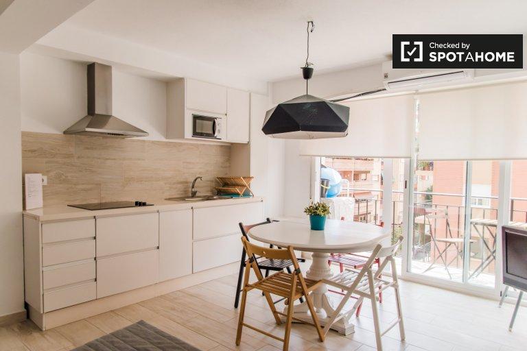 Apartamento de 2 quartos chique para alugar em Algirós, Valência