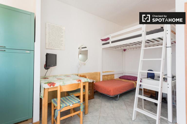 Habitación doble compartida en apartamento en Quarto Oggiaro, Milán