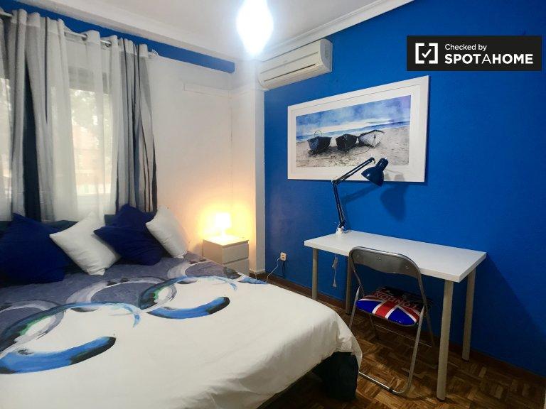 Zimmer in 5-Zimmer-Wohnung in Alcalá de Henares, Madrid