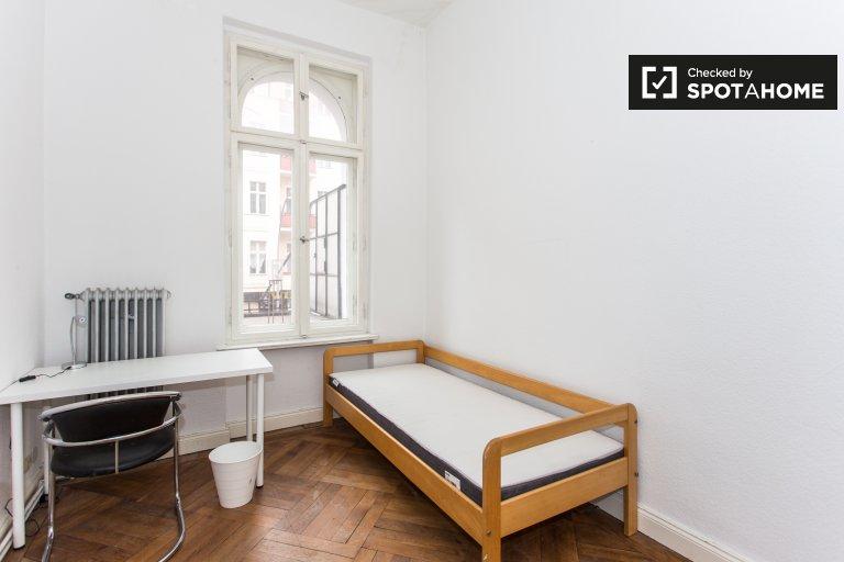 Cosy room for rent in 5-bed apartment, Tempelhof-Schöneberg