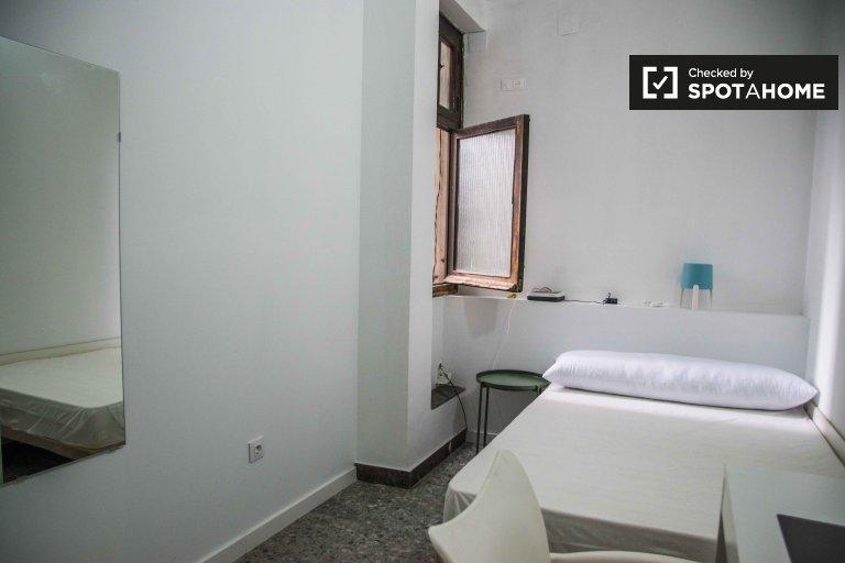Pokój w 10-pokojowym apartamencie w Ciutat Vella, Valencia