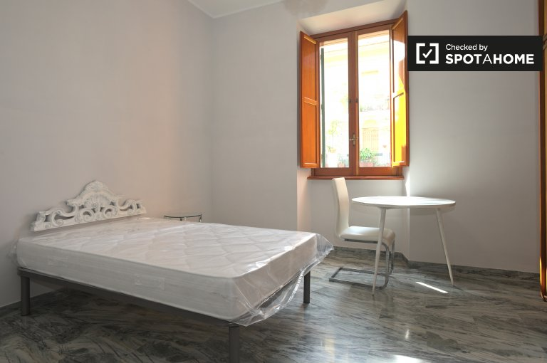 Furnished room in apartment in Monteverde, Rome