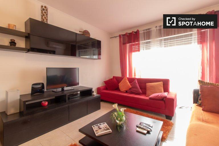 Charneca de Caparica, Lisboa kiralık 3 + 1 daire