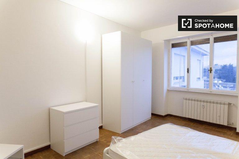Rooms for rent in 4-bedroom apartment in Monteverde, Rome