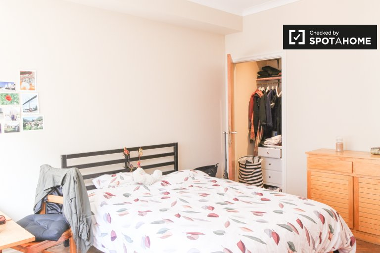 Bright room in 3-bedroom apartment in Saint Gilles, Brussels