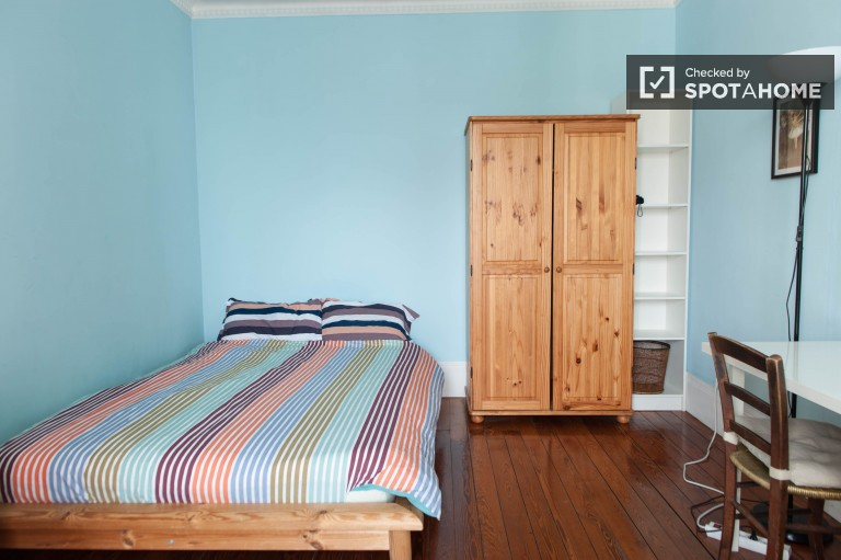 Bedroom 1 with double bed and independent key