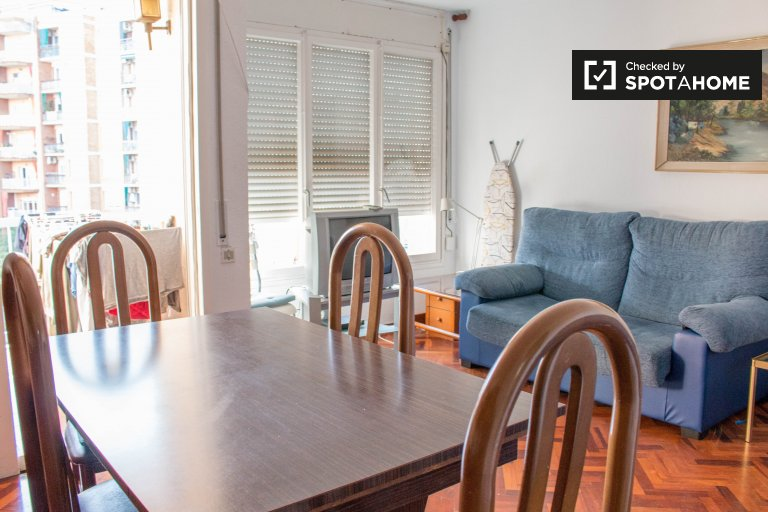 Comfortable room for rent in 4-bed apartment in Les Courts