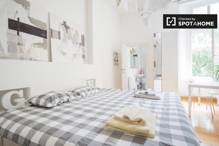 Huge room in apartment in Tempelhof-Schöneberg, Berlin