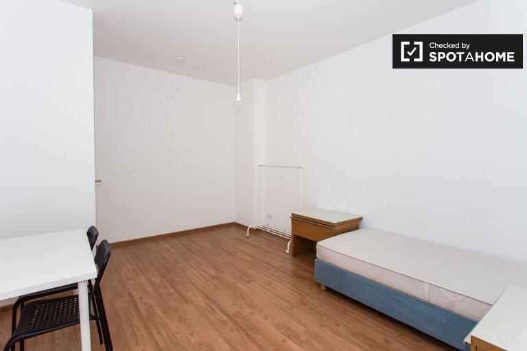 Pokój do wynajęcia w apartamencie z 3 sypialniami w Kreuzberg