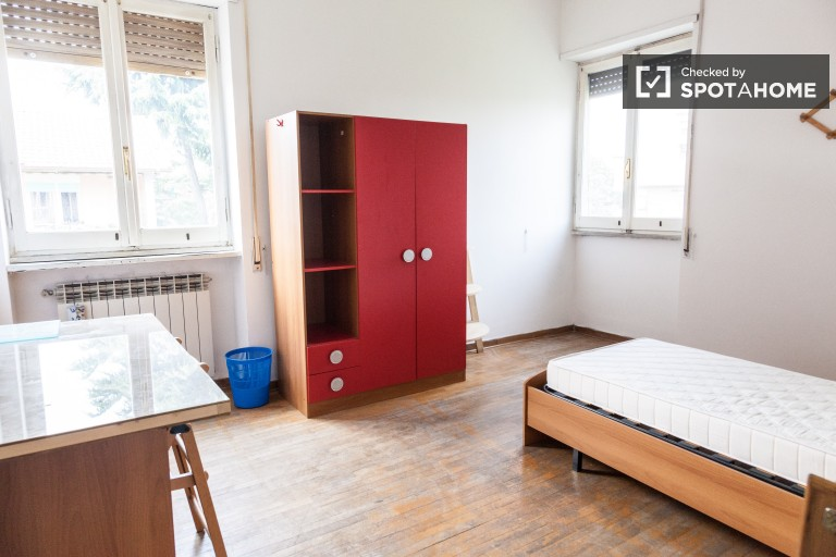 Furnished room in apartment in EUR, Rome