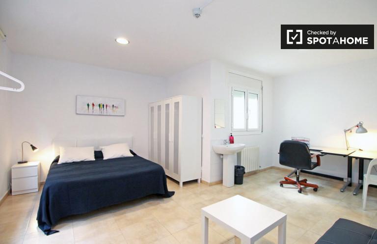 Sunny room in shared apartment in Vila de Gràcia, Barcelona