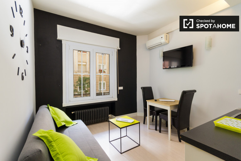 Modern 1-bedroom apartment with AC for rent in Salamanca