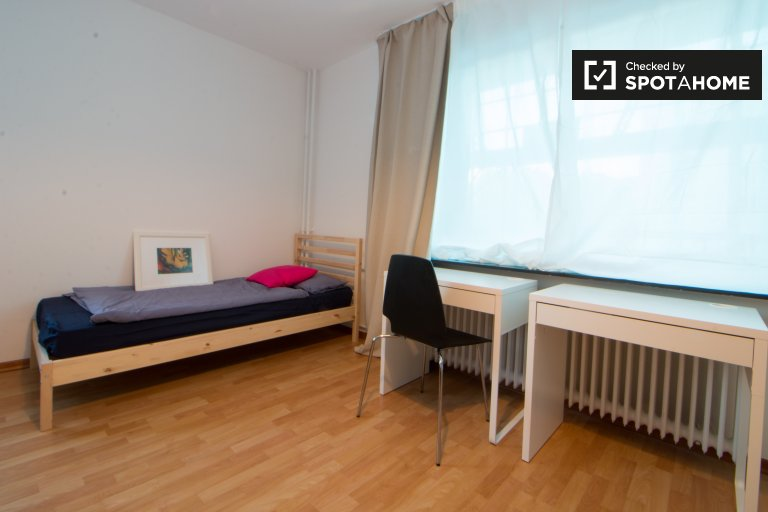 Twin Beds in Beds and rooms for rent in stylish 4-bedroom apartment in Tempelhof-Schöneberg
