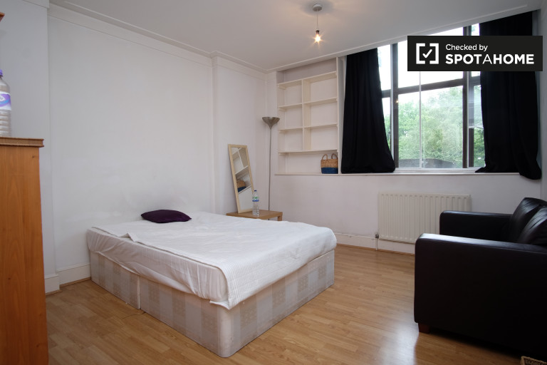 Equipped room in flat in Barbican, London