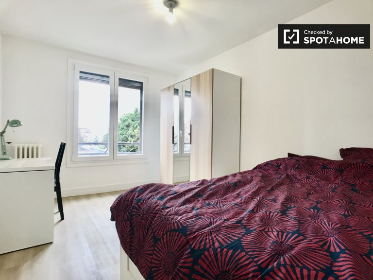 Chambre élégante à louer dans un appartement de 4 chambres à Aubervilliers