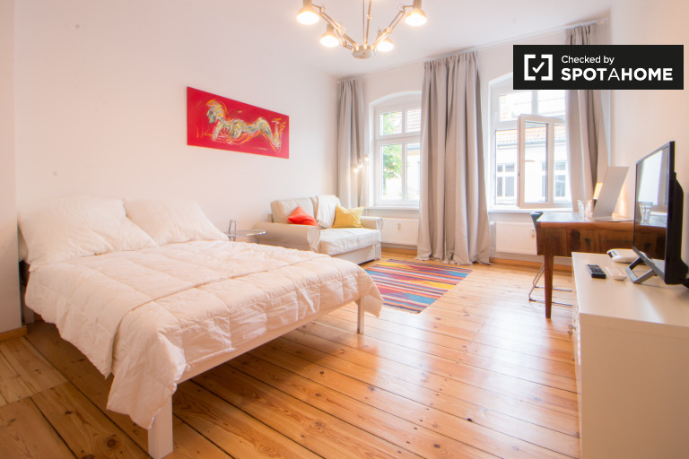 Modern studio apartment for rent in Neukölln, Berlin