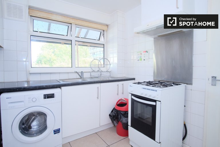Spacious 4-bedroom apartment for rent in Newham, London