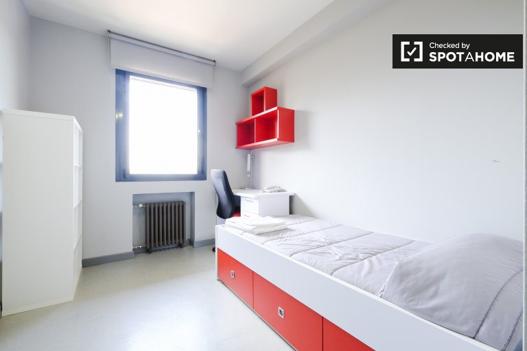 Stanza accogliente in affitto nella residenza di Moncloa, Madrid
