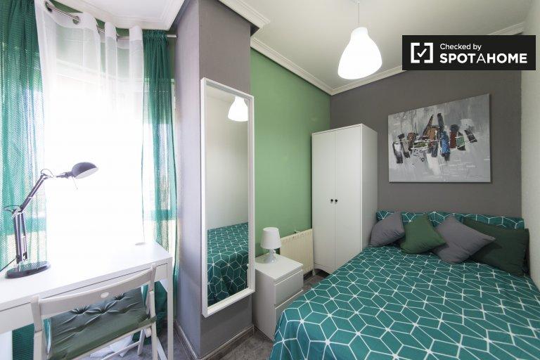 Habitación en piso de 5 dormitorios en Alcalá de Henares, Madrid.