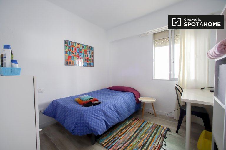 Cosy room for rent, 2-bedroom apartment, Poblats Marítims