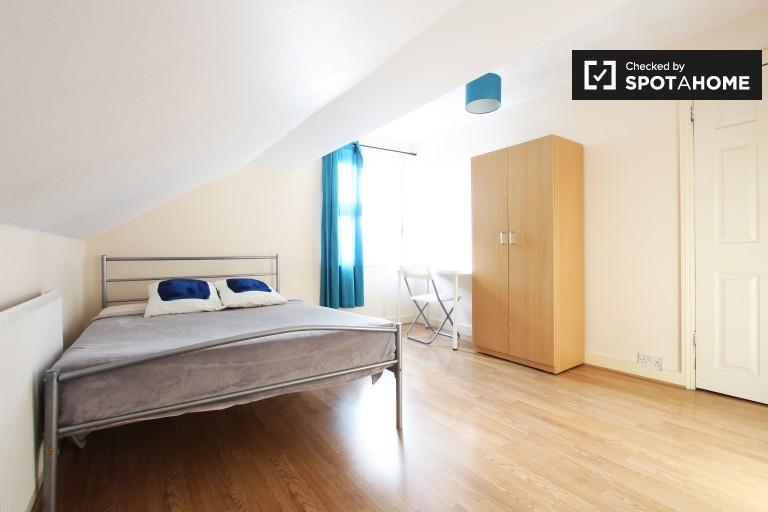 Pièce intérieure dans un appartement de 4 chambres à Forest Gate, Londres