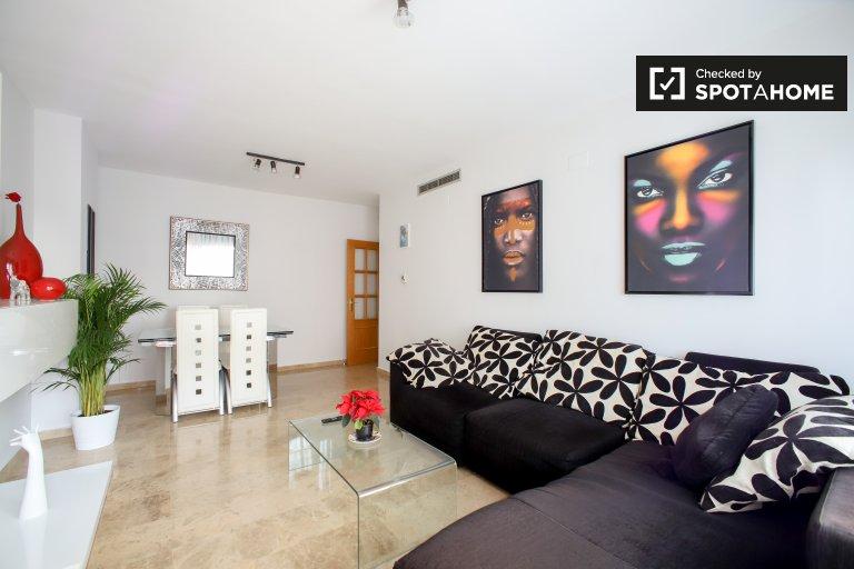 Apartamento de 3 dormitorios en alquiler en Benicalap, Valencia.