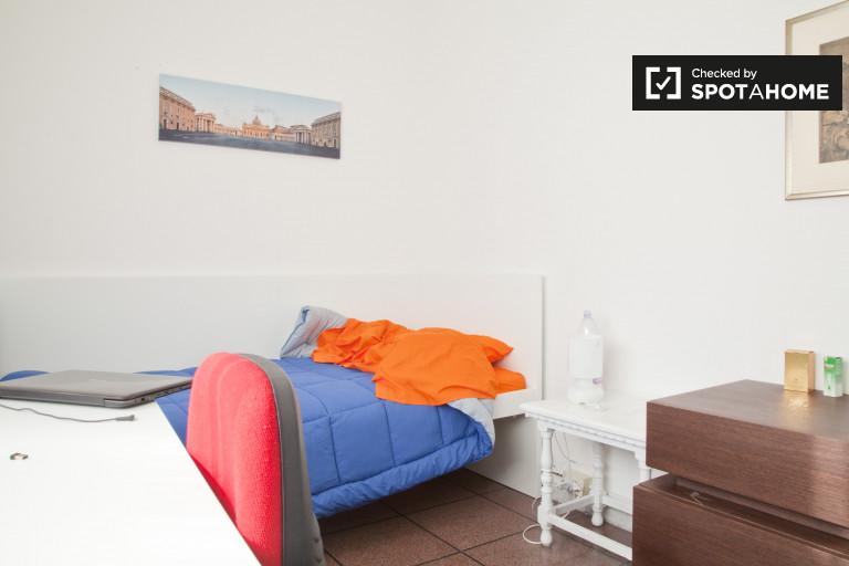 Duży pokój z ogrzewaniem w mieszkaniu w Nomentano, Rzym