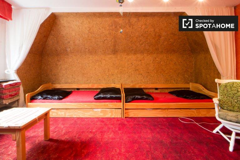 Słoneczny pokój w 3-pokojowym mieszkaniu w Lichtenberg, Berlin