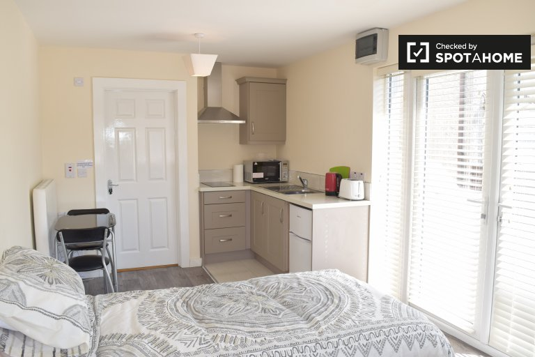 Studio room to rent in house in Clonshagh, Dublin
