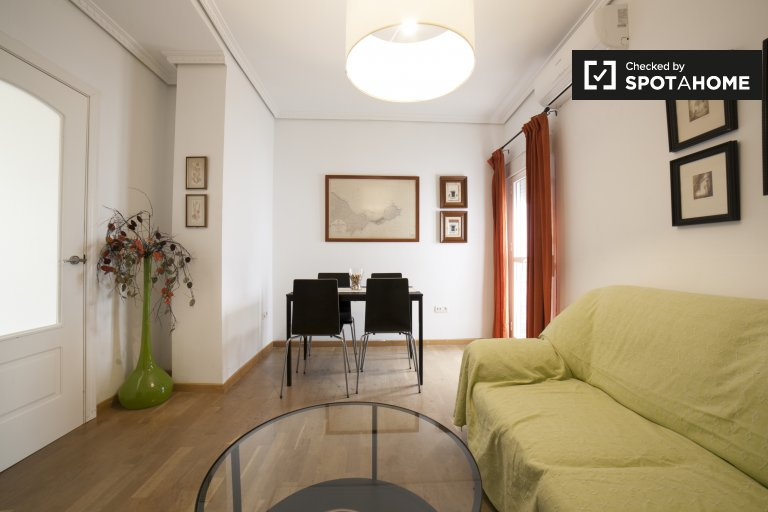 Gorgeous 2-bedroom apartment with terrace and AC for rent in Seville city center, near University of Seville