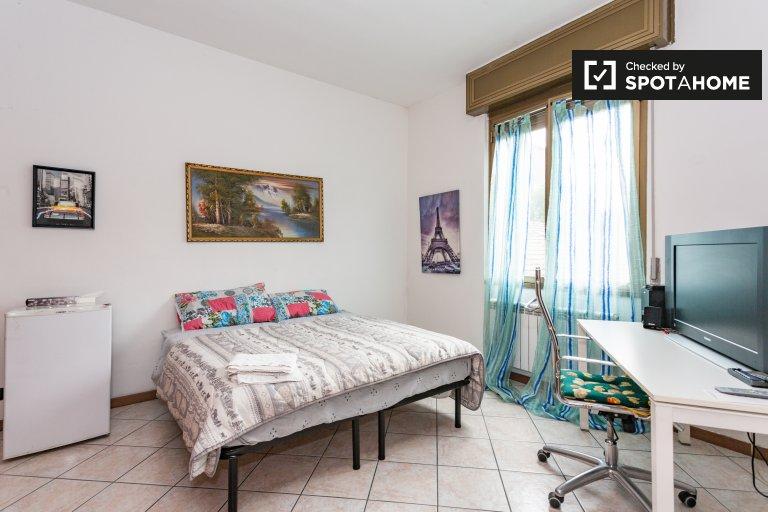 Przestronny pokój w apartamencie z 2 sypialniami w mieście Comasina w Mediolanie