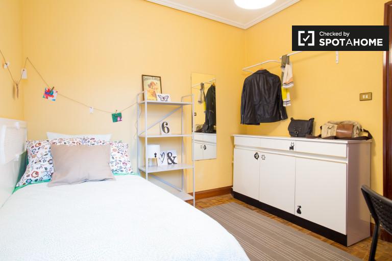 Furnished room in 3-bedroom apartment in Rekalde, Bilbao